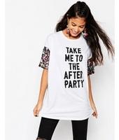 ASOS - T-shirt con stampa e paillettes arcobaleno sulle maniche - Bianco